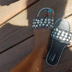 😎Brand New Beautiful Black Pearl Sandals!💙🦋
